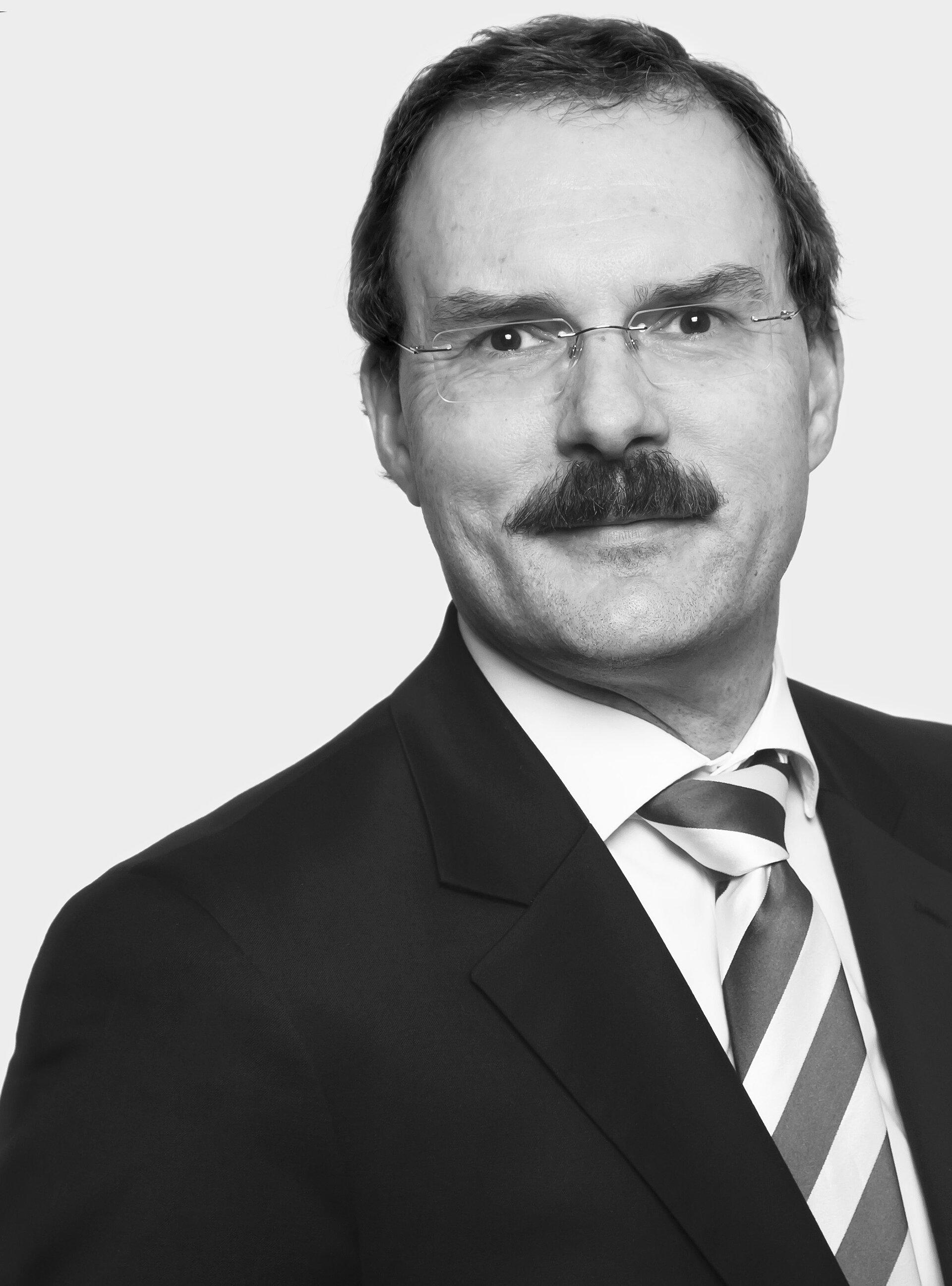 Dr. Oliver M.  Bühr
