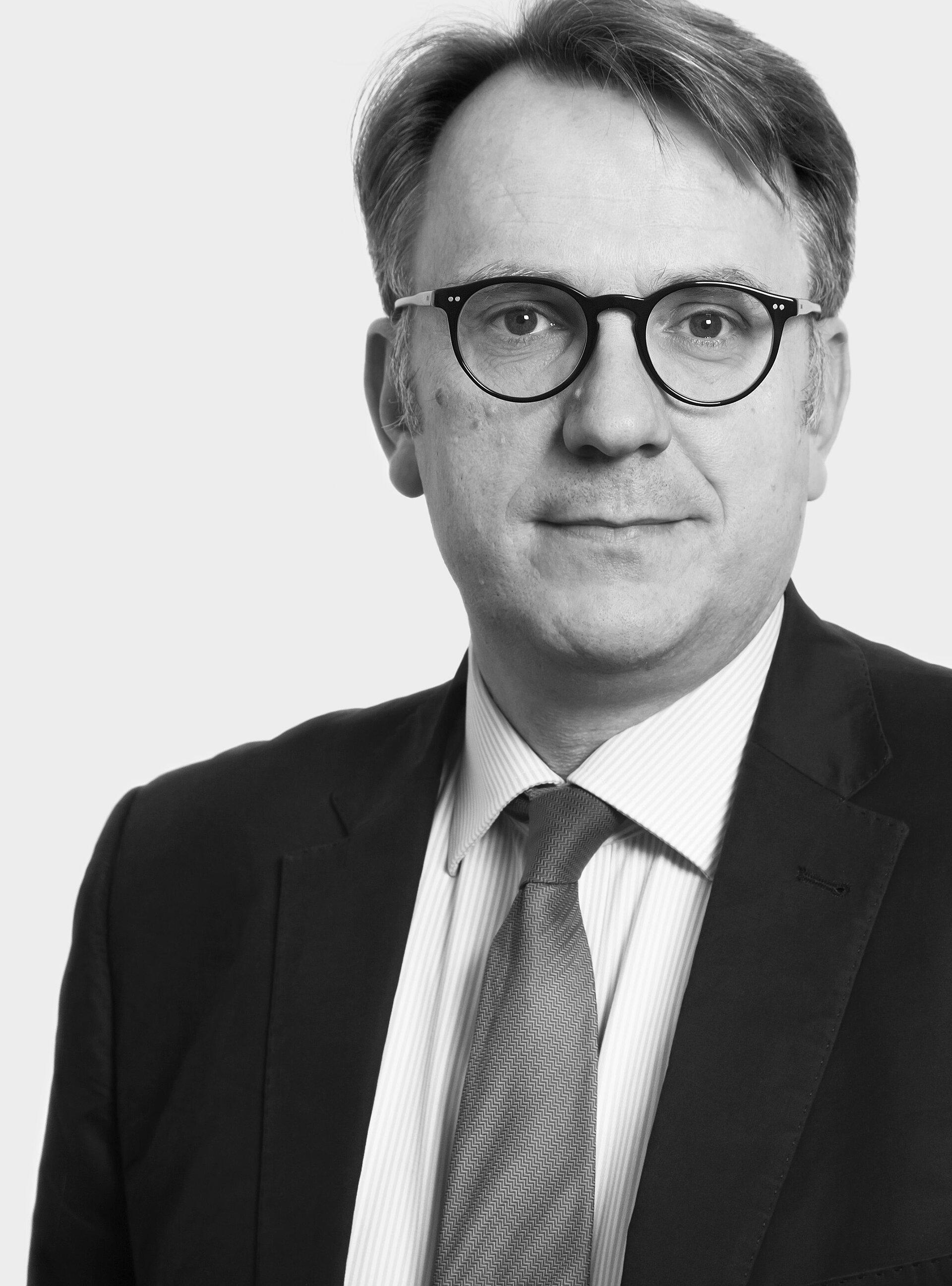 Dr. Niels  Witt
