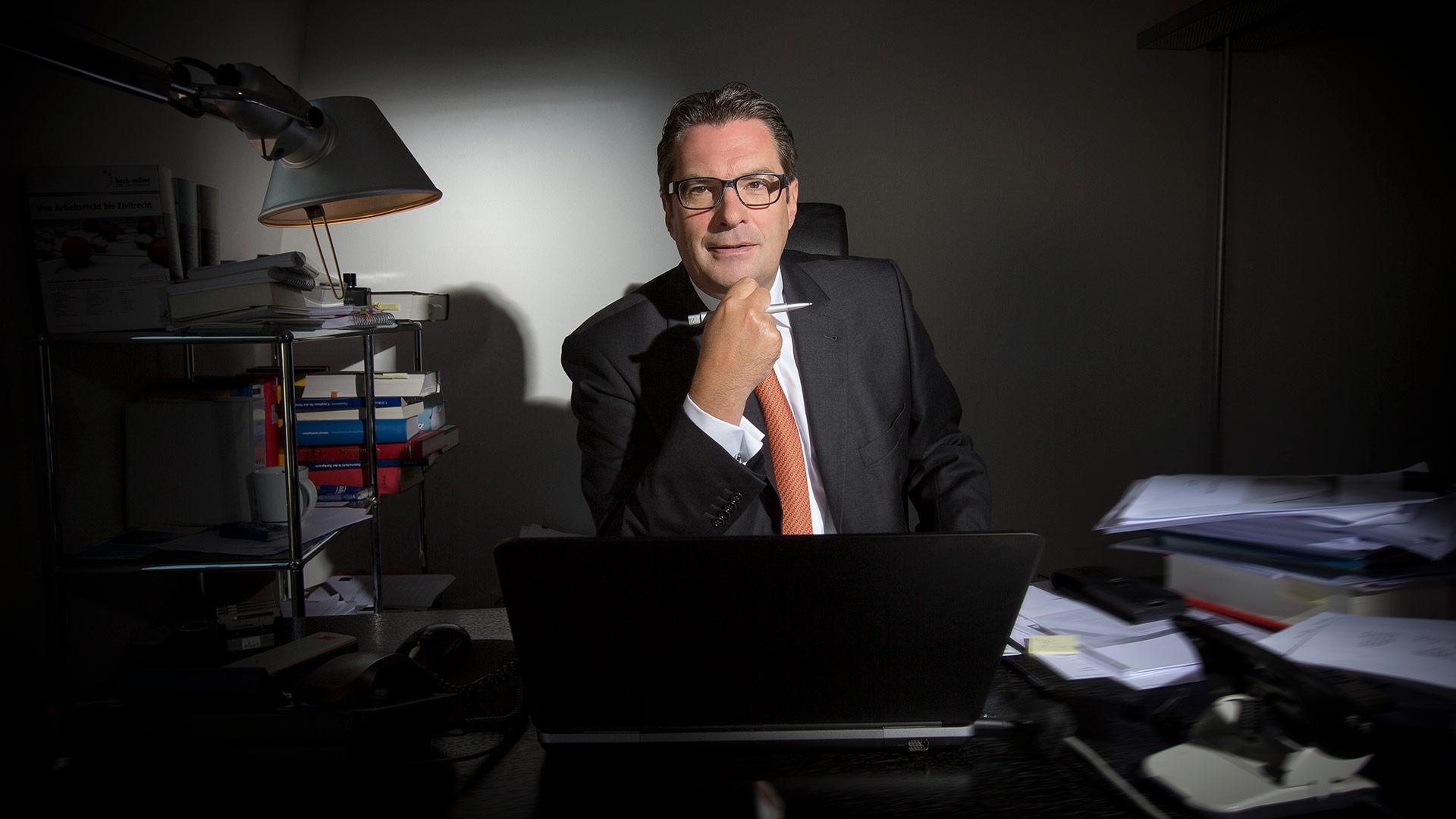 Dr. Oliver  Hornung