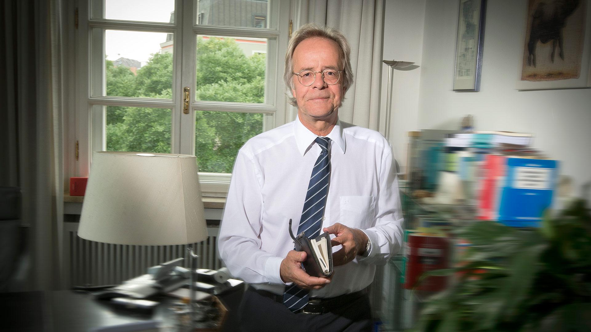 Dr. Bernd  Joch